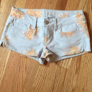 American Eagle floral shorts Size 4